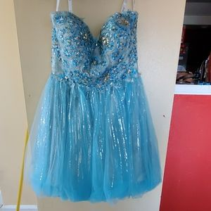 Inam selling a baby blue short prom dress .